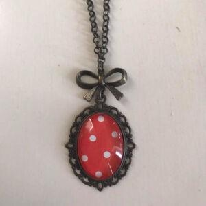 Üveglencsés nyaklánc - Piros pöttyös